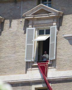 窓の法王1